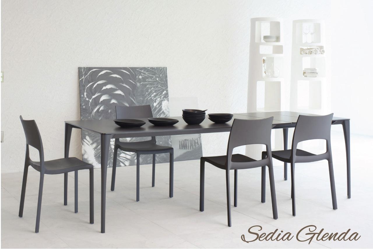 Sedie in plastica di design for La sedia nel design